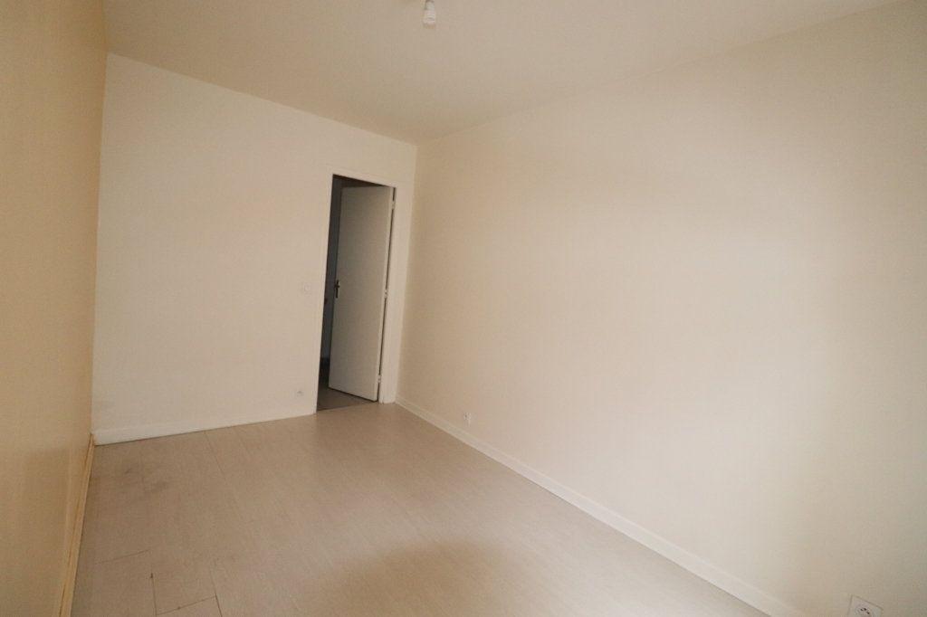 Appartement à louer 2 30.47m2 à La Ferté-Gaucher vignette-3