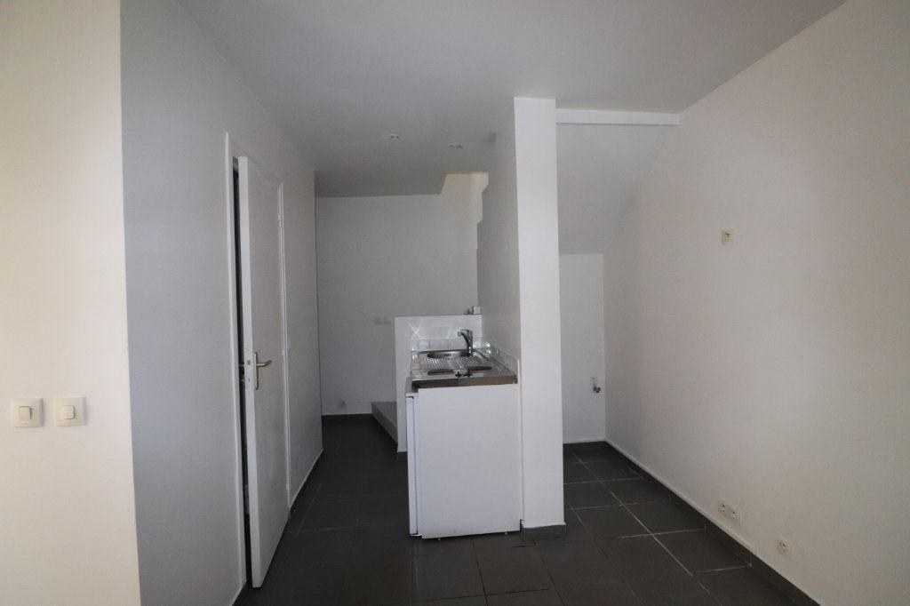 Appartement à louer 2 31.81m2 à La Ferté-Gaucher vignette-3