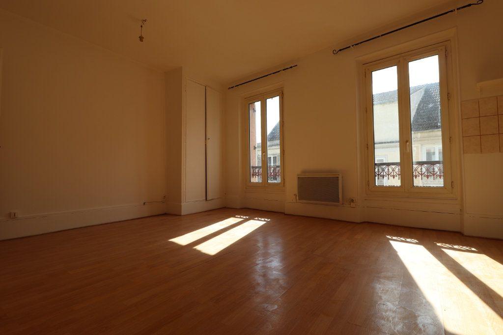 Appartement à louer 2 44.8m2 à Coulommiers vignette-1
