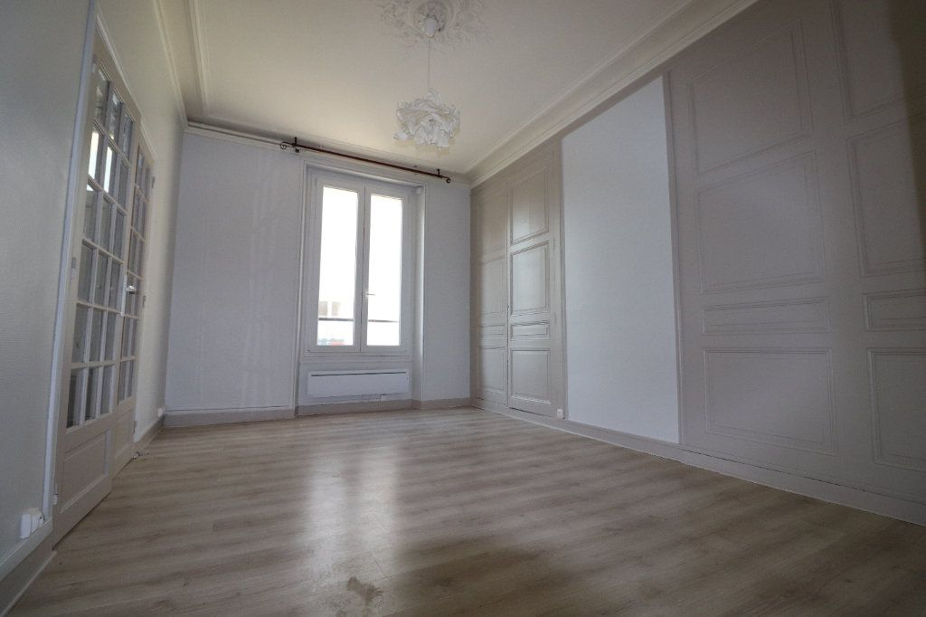 Appartement à louer 3 68.42m2 à Coulommiers vignette-1