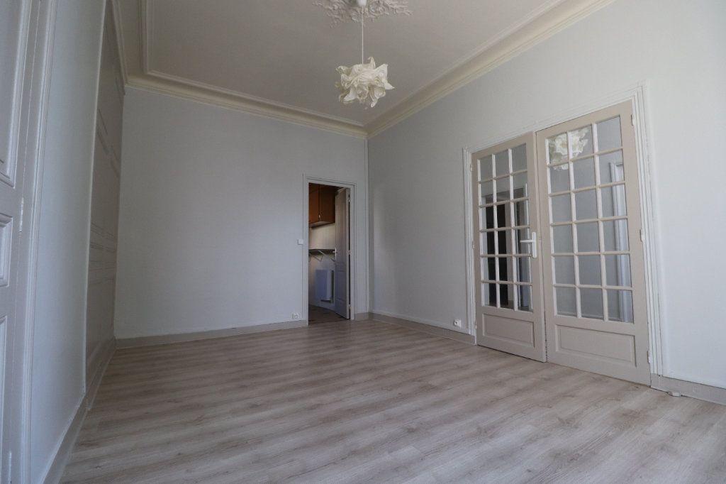 Appartement à louer 3 68.42m2 à Coulommiers vignette-2