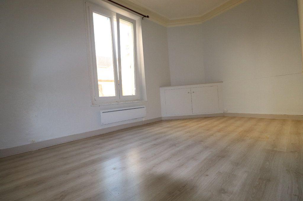 Appartement à louer 3 68.42m2 à Coulommiers vignette-5