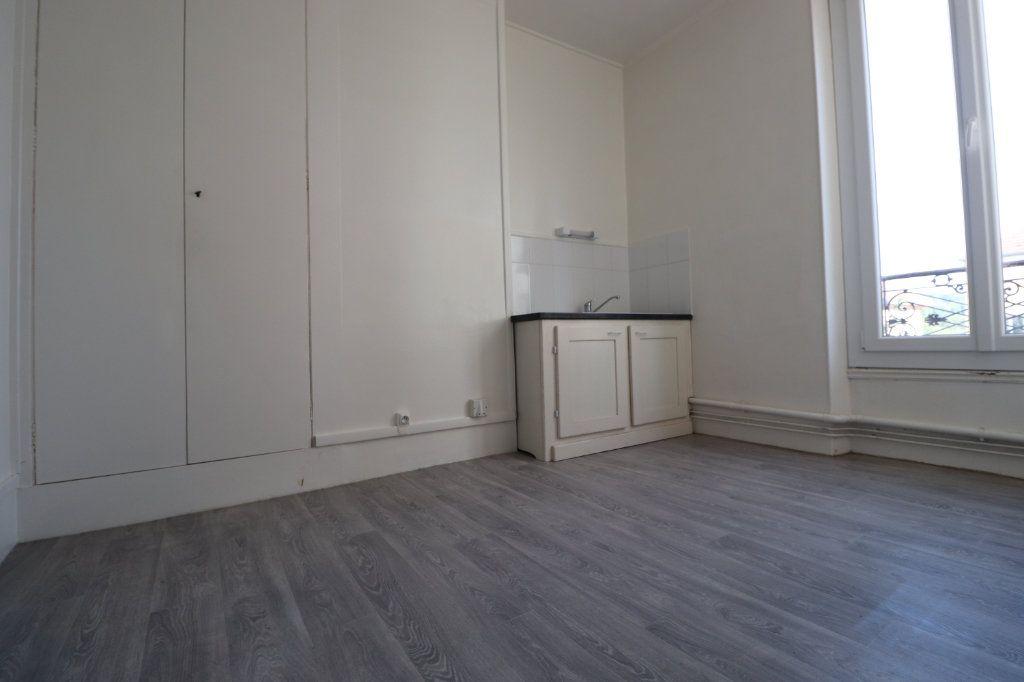 Appartement à louer 5 69.04m2 à Coulommiers vignette-3