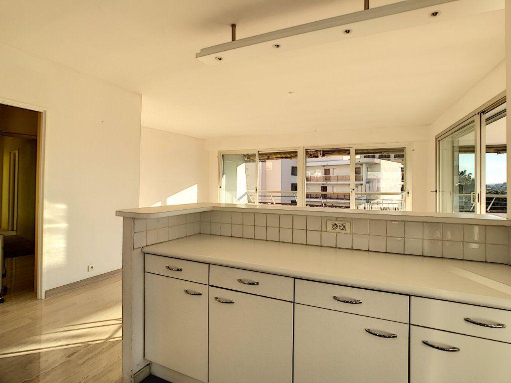 Appartement à vendre 4 109.66m2 à Villeneuve-Loubet vignette-3