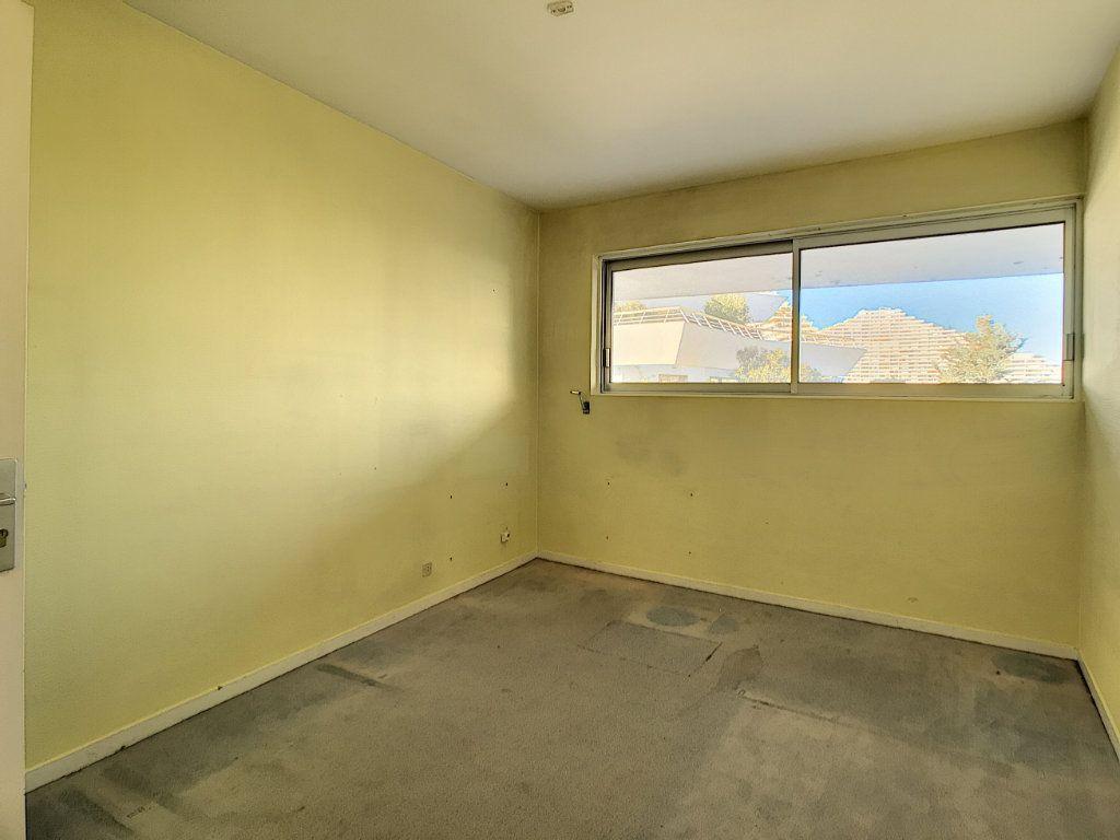 Appartement à vendre 4 109.66m2 à Villeneuve-Loubet vignette-9