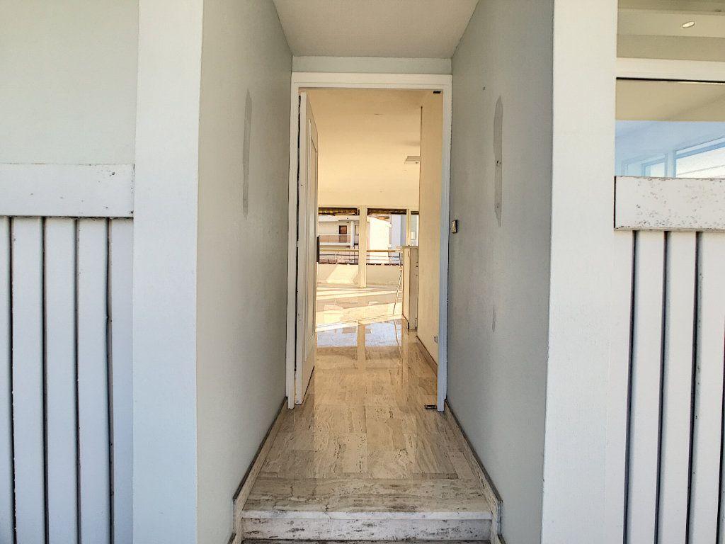 Appartement à vendre 4 109.66m2 à Villeneuve-Loubet vignette-11