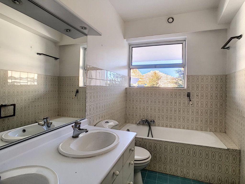 Appartement à vendre 4 109.66m2 à Villeneuve-Loubet vignette-12
