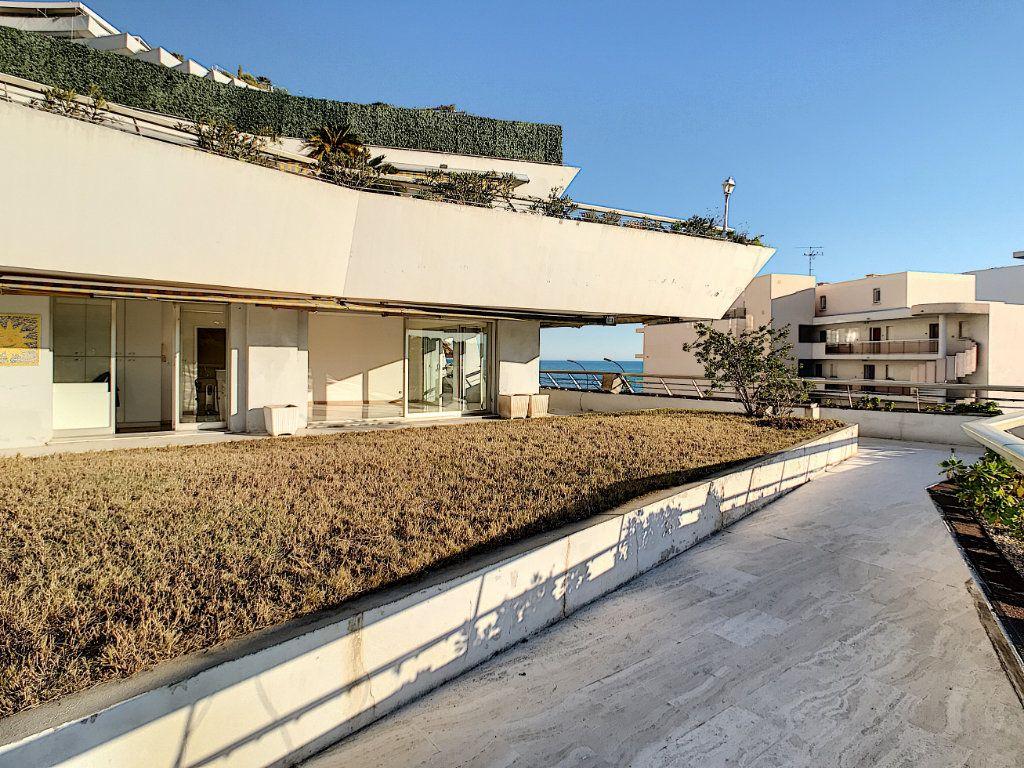 Appartement à vendre 4 109.66m2 à Villeneuve-Loubet vignette-13
