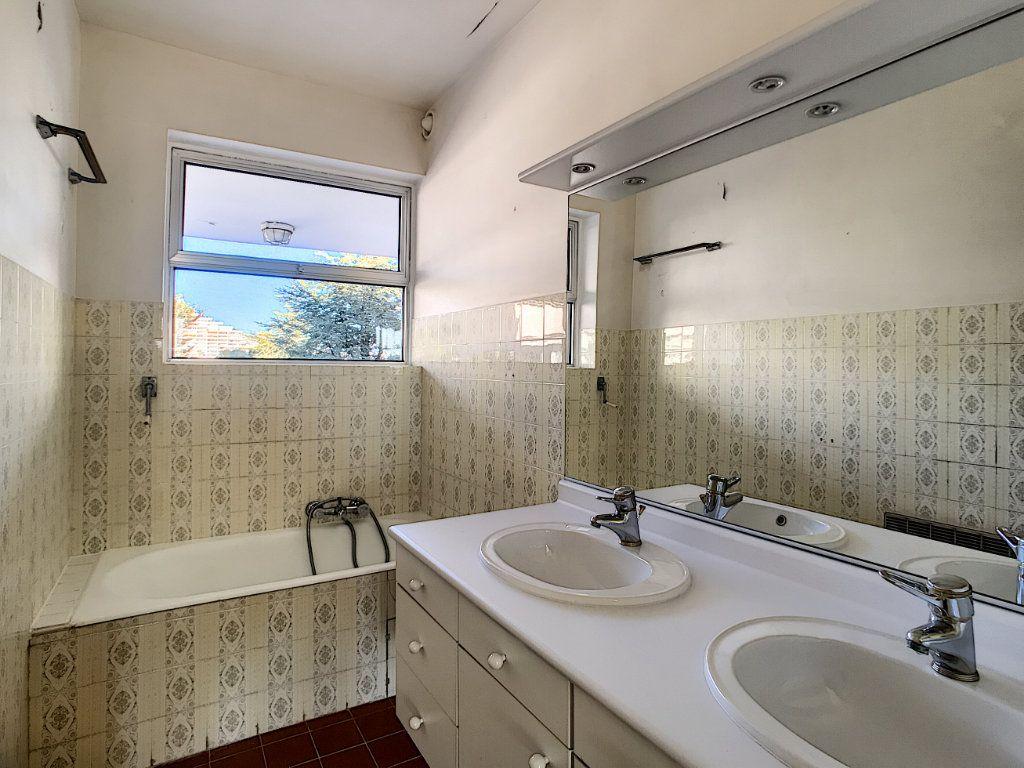 Appartement à vendre 4 109.66m2 à Villeneuve-Loubet vignette-16