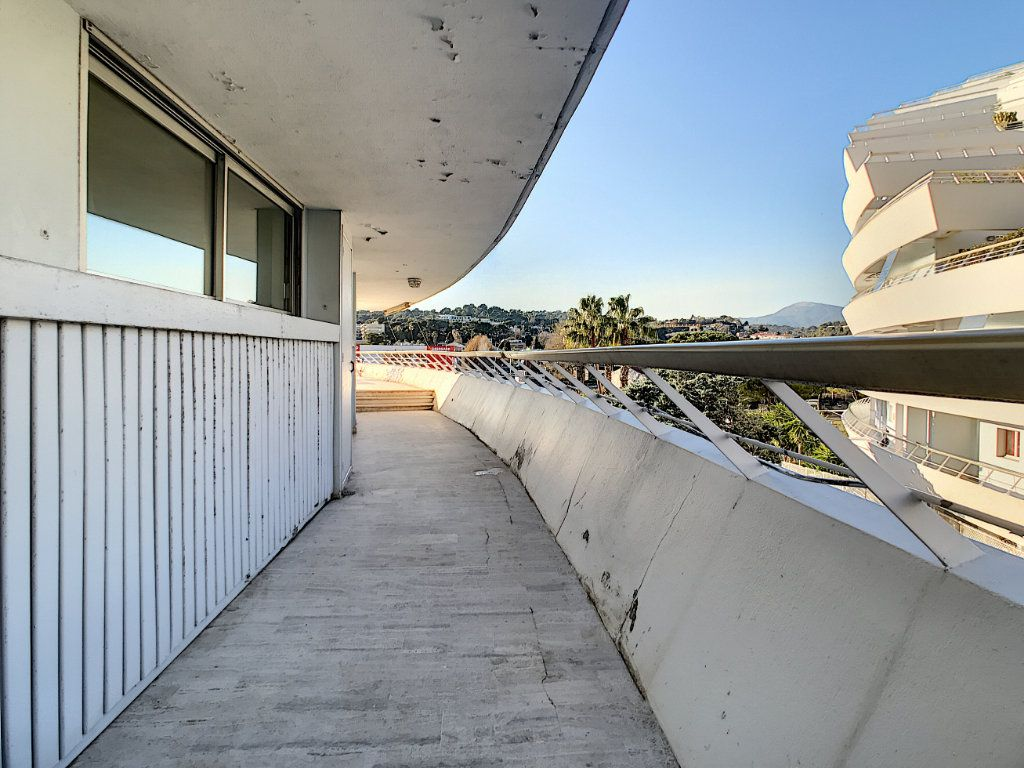 Appartement à vendre 4 109.66m2 à Villeneuve-Loubet vignette-18