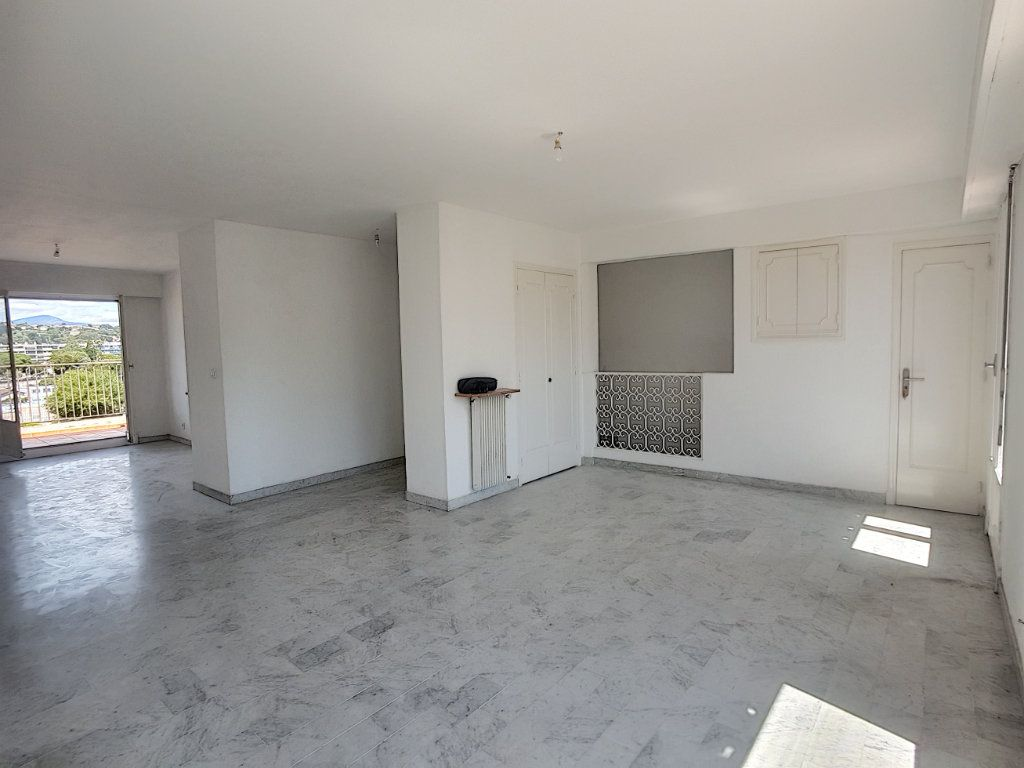 Appartement à vendre 4 118m2 à Cagnes-sur-Mer vignette-1
