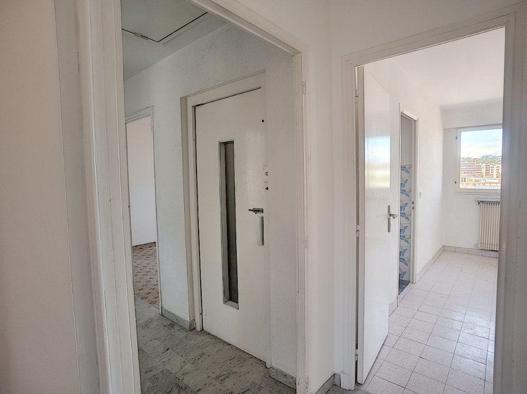Appartement à vendre 4 118m2 à Cagnes-sur-Mer vignette-9
