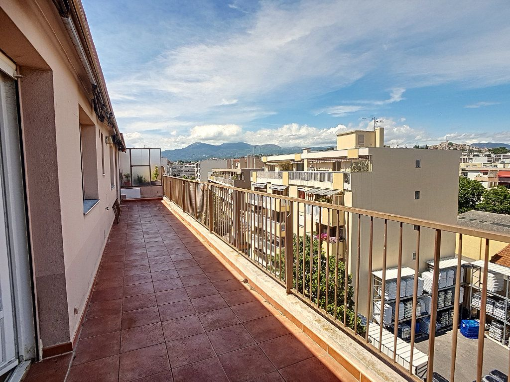 Appartement à vendre 4 118m2 à Cagnes-sur-Mer vignette-10