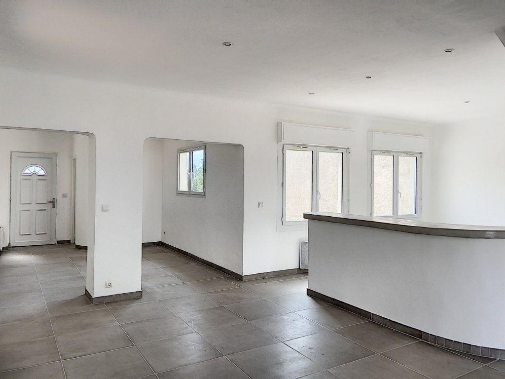 Appartement à vendre 4 122m2 à Cagnes-sur-Mer vignette-1
