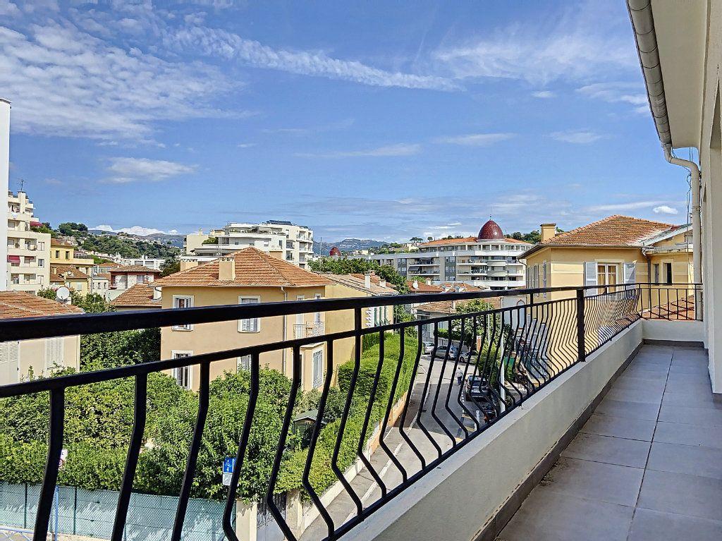 Appartement à vendre 4 122m2 à Cagnes-sur-Mer vignette-2