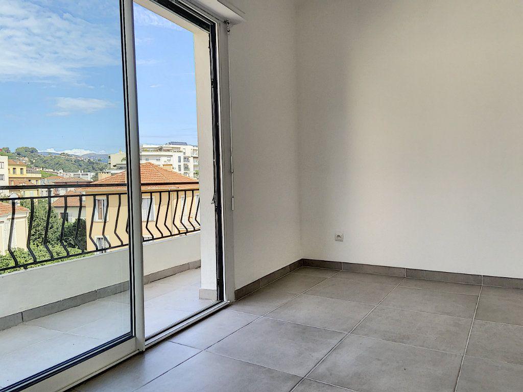 Appartement à vendre 4 122m2 à Cagnes-sur-Mer vignette-3