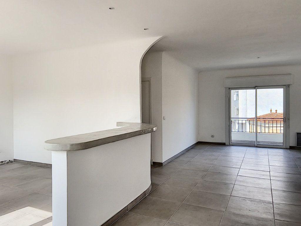 Appartement à vendre 4 122m2 à Cagnes-sur-Mer vignette-6