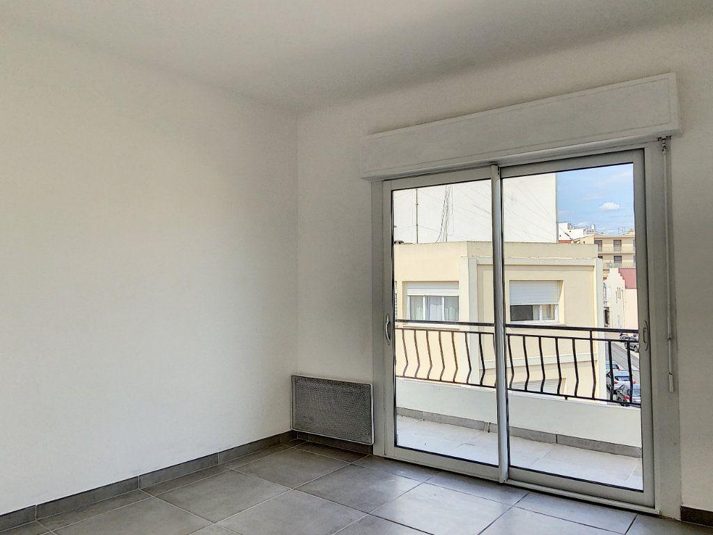 Appartement à vendre 4 122m2 à Cagnes-sur-Mer vignette-7
