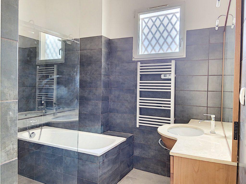 Appartement à vendre 4 122m2 à Cagnes-sur-Mer vignette-8