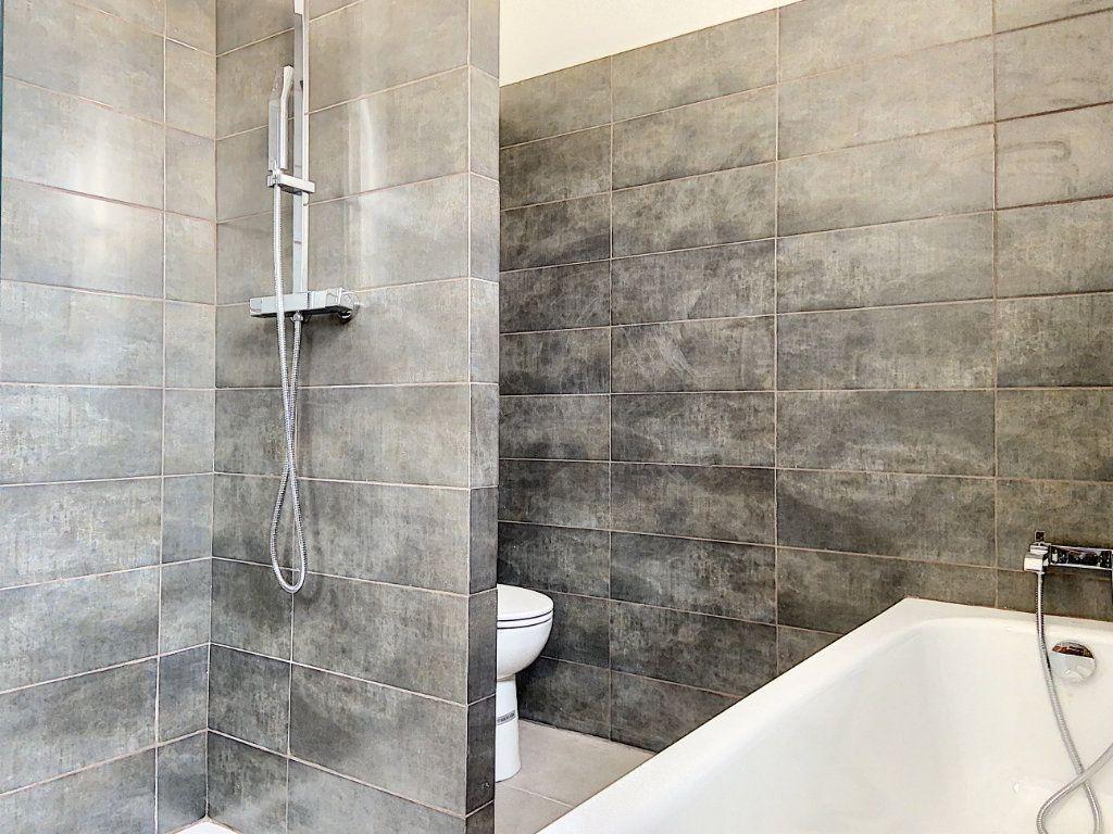Appartement à vendre 4 122m2 à Cagnes-sur-Mer vignette-9