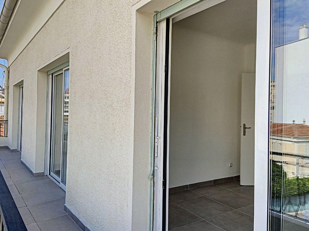 Appartement à vendre 4 122m2 à Cagnes-sur-Mer vignette-10