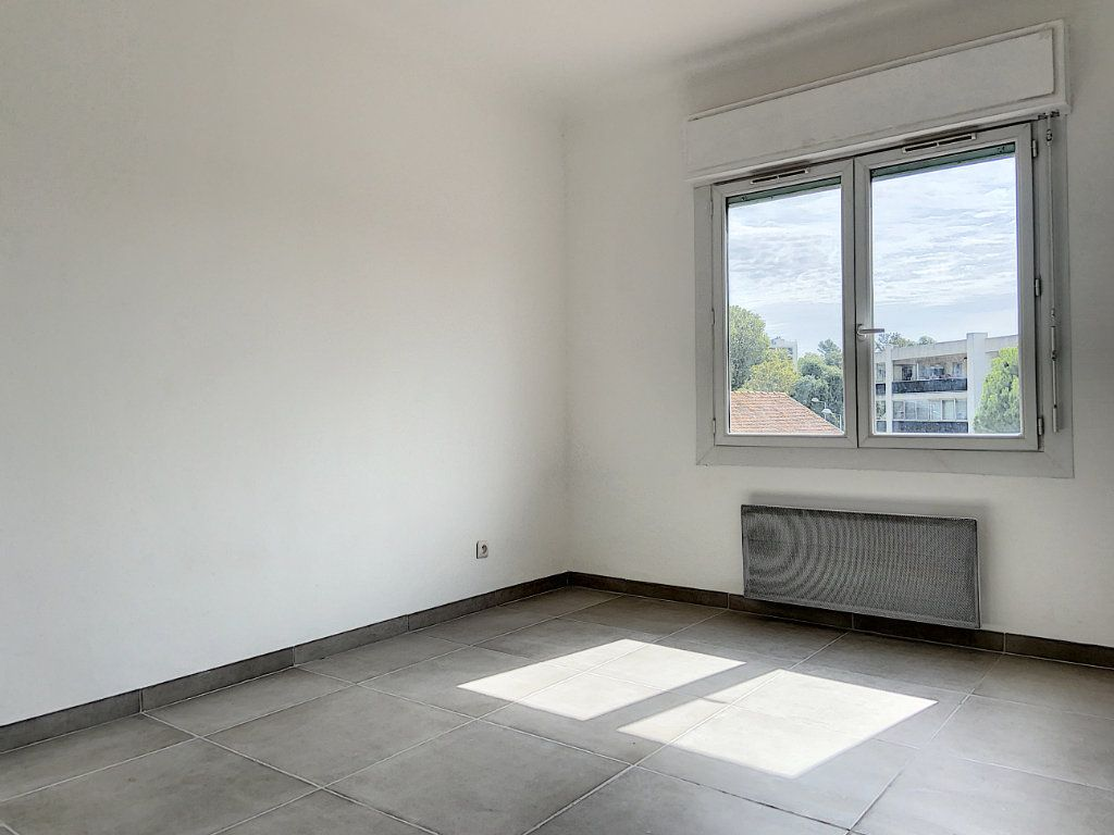 Appartement à vendre 4 122m2 à Cagnes-sur-Mer vignette-11