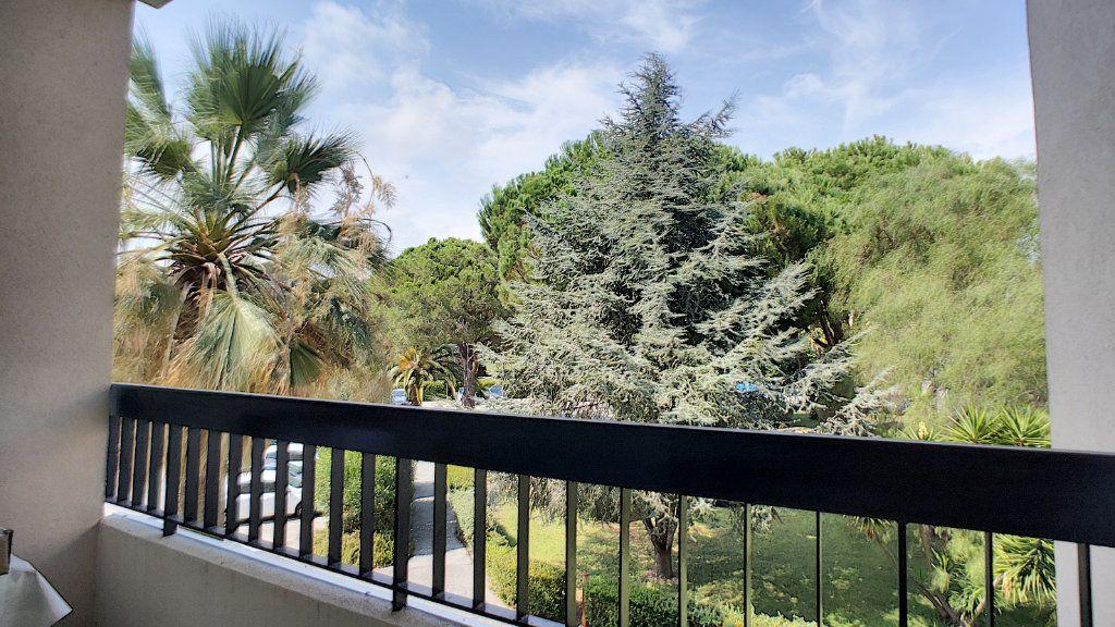 Appartement à vendre 4 90m2 à Villeneuve-Loubet vignette-3