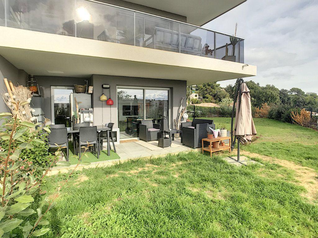 Appartement à vendre 3 62m2 à Villeneuve-Loubet vignette-1