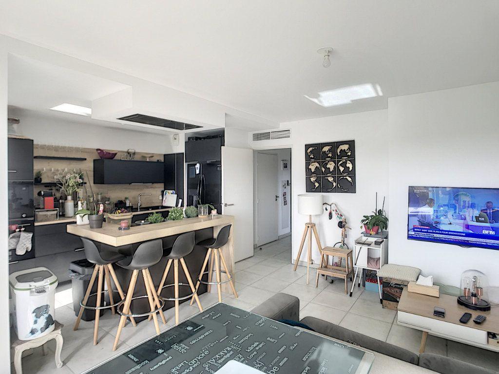 Appartement à vendre 3 62m2 à Villeneuve-Loubet vignette-3