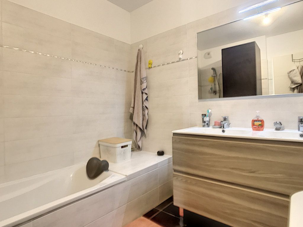 Appartement à vendre 3 62m2 à Villeneuve-Loubet vignette-8