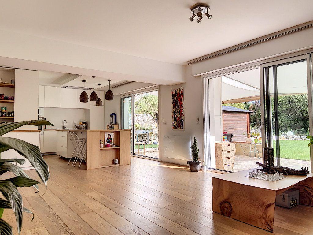 Appartement à vendre 4 120m2 à Villeneuve-Loubet vignette-2