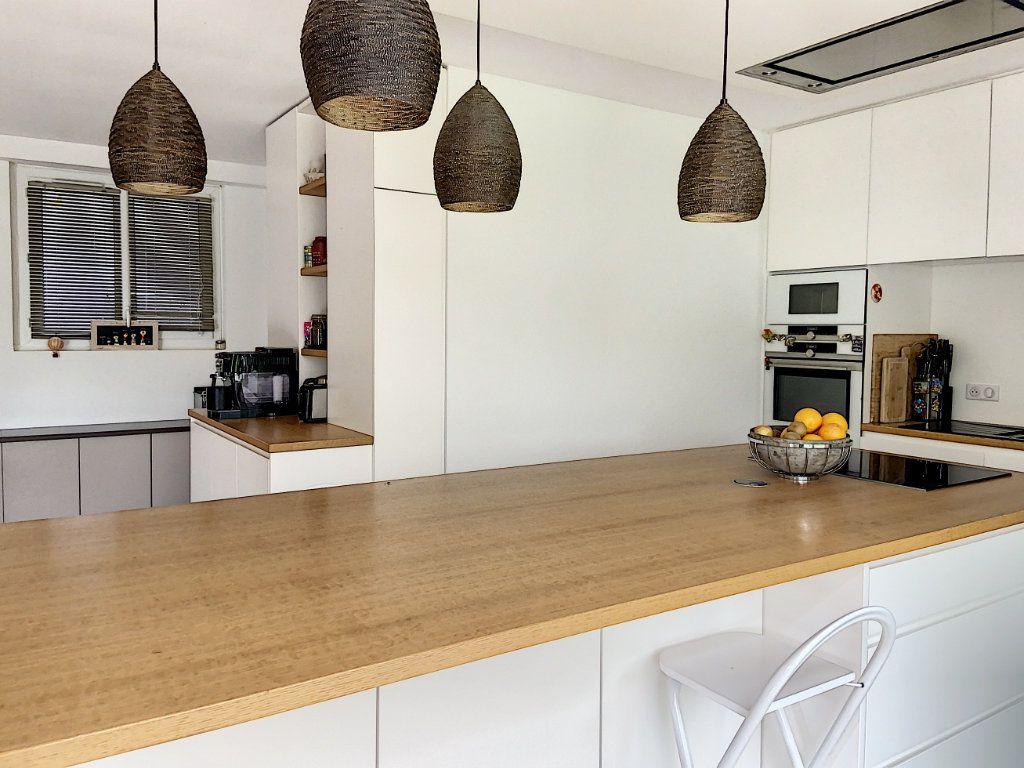 Appartement à vendre 4 120m2 à Villeneuve-Loubet vignette-10