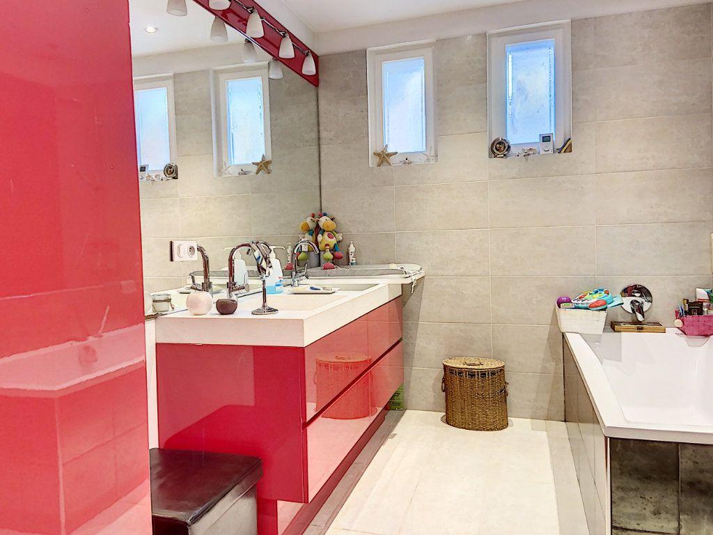 Appartement à vendre 4 120m2 à Villeneuve-Loubet vignette-14