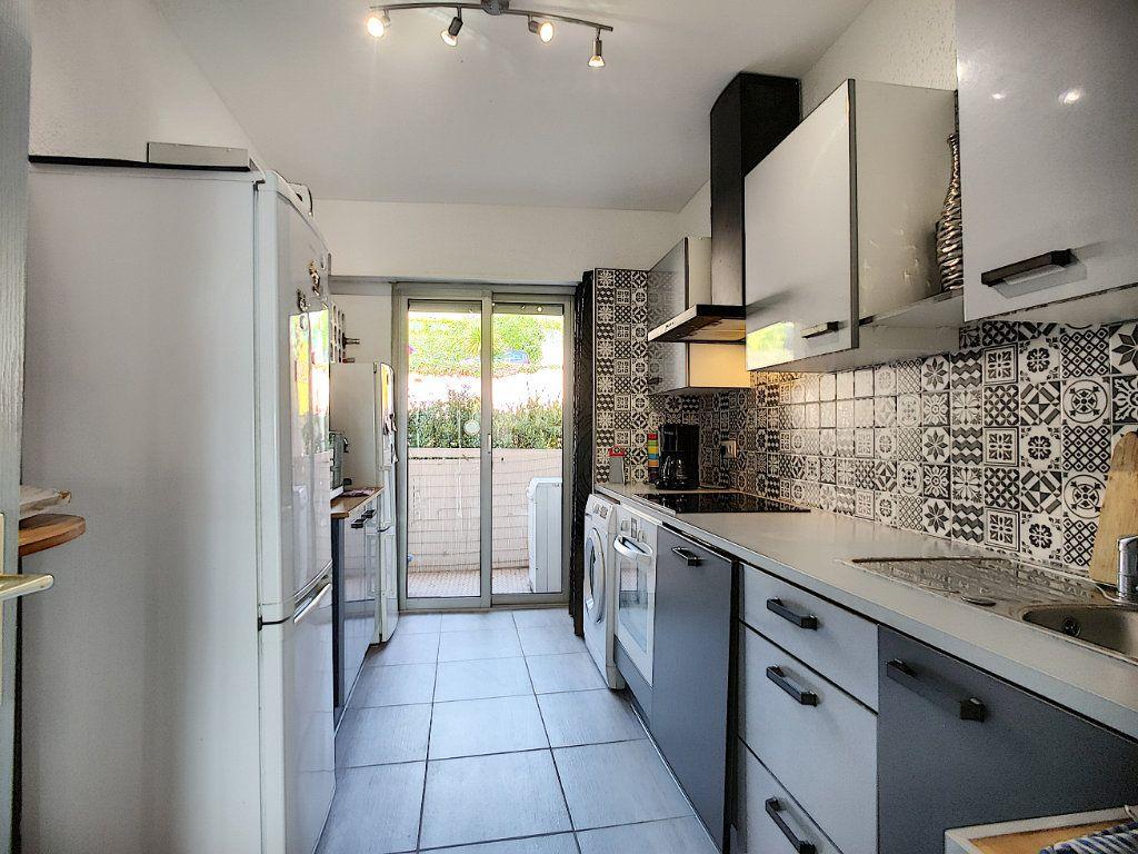 Appartement à vendre 3 70m2 à Villeneuve-Loubet vignette-3