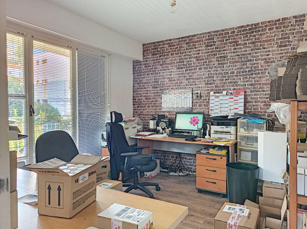 Appartement à vendre 3 83.07m2 à Saint-Laurent-du-Var vignette-4