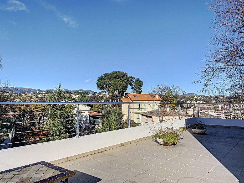 Maison à vendre 5 189.89m2 à Cagnes-sur-Mer vignette-1