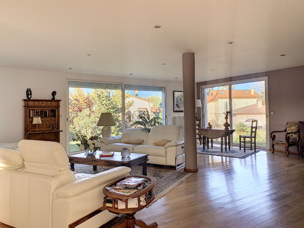 Maison à vendre 5 189.89m2 à Cagnes-sur-Mer vignette-2