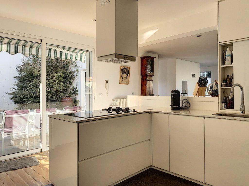 Maison à vendre 5 189.89m2 à Cagnes-sur-Mer vignette-8