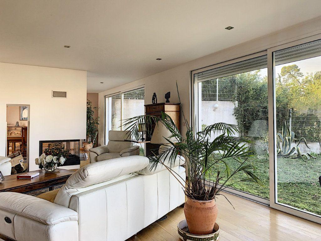 Maison à vendre 5 189.89m2 à Cagnes-sur-Mer vignette-10