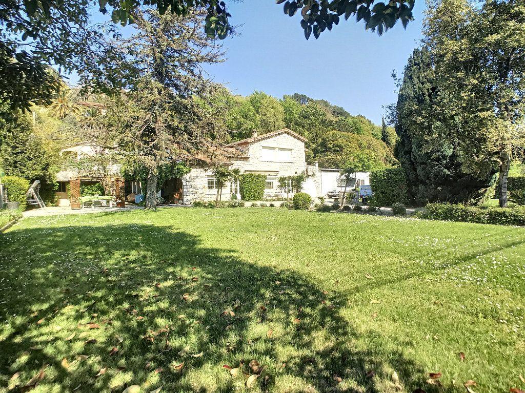 Maison à vendre 5 100m2 à Villeneuve-Loubet vignette-1