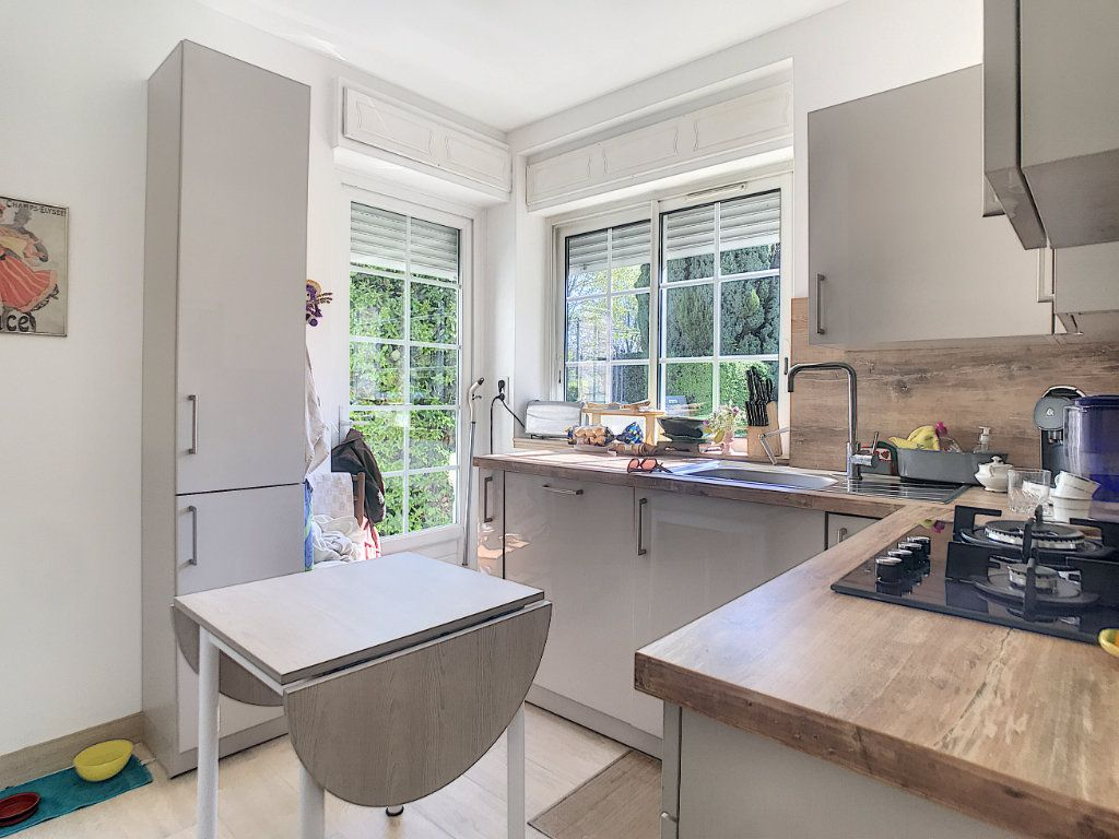Maison à vendre 5 100m2 à Villeneuve-Loubet vignette-5