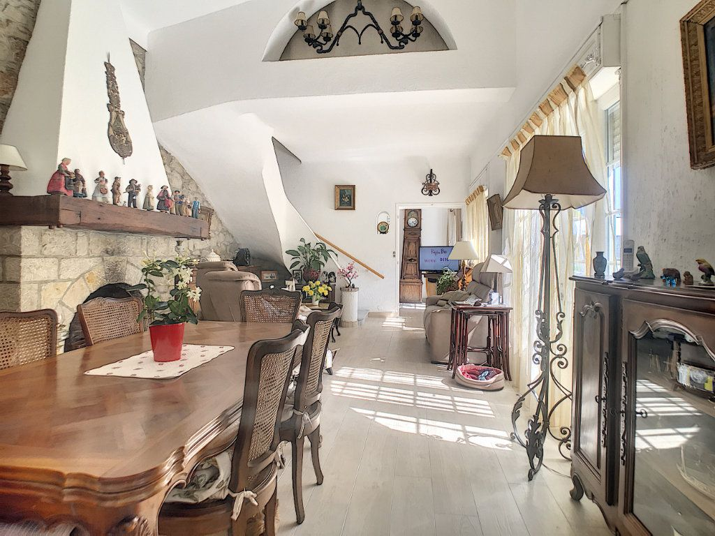 Maison à vendre 5 100m2 à Villeneuve-Loubet vignette-6