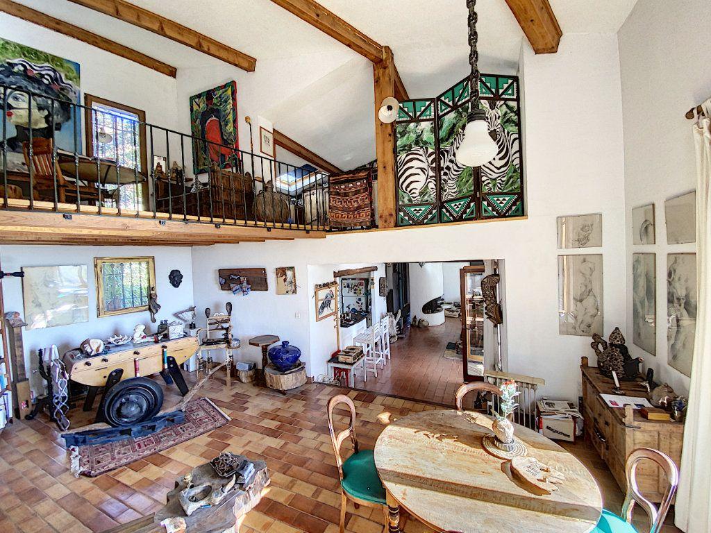 Maison à vendre 9 220m2 à Cagnes-sur-Mer vignette-4
