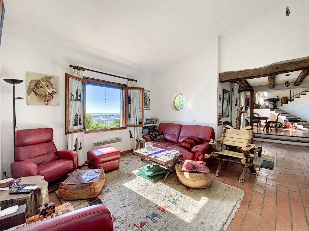 Maison à vendre 9 220m2 à Cagnes-sur-Mer vignette-9