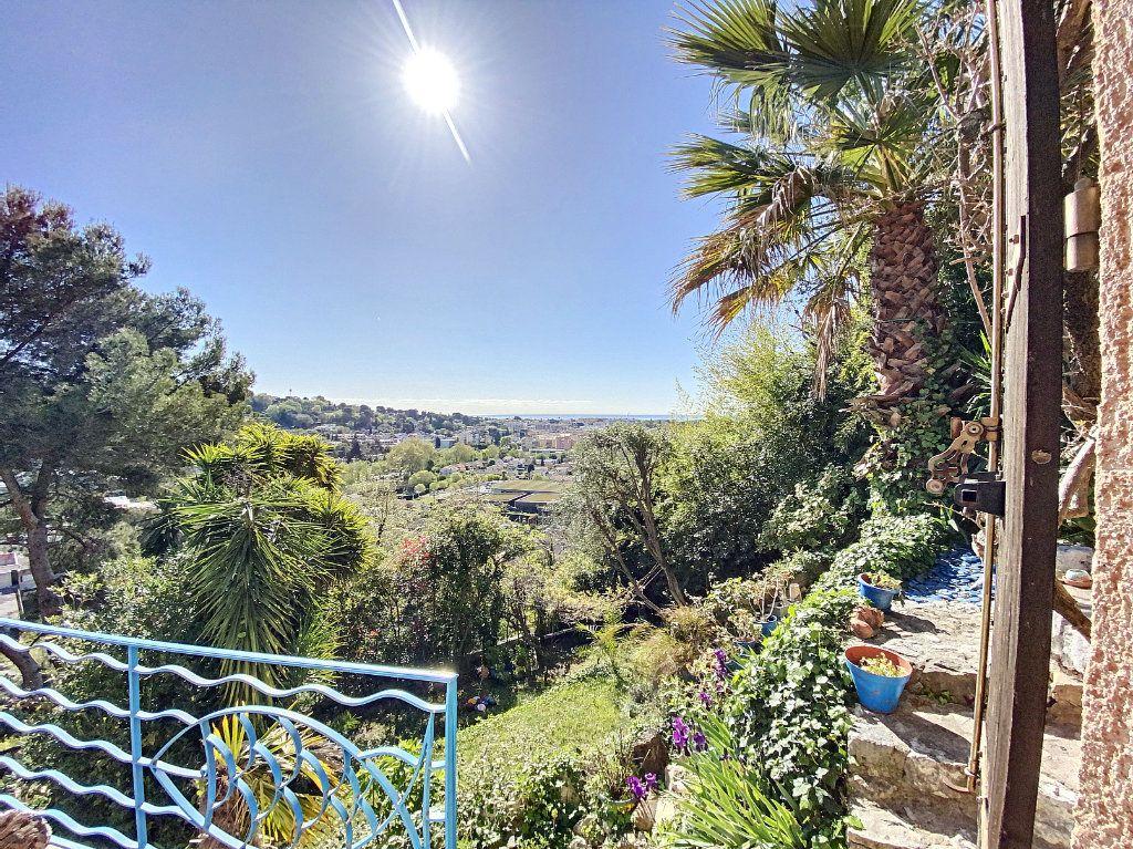 Maison à vendre 9 220m2 à Cagnes-sur-Mer vignette-12