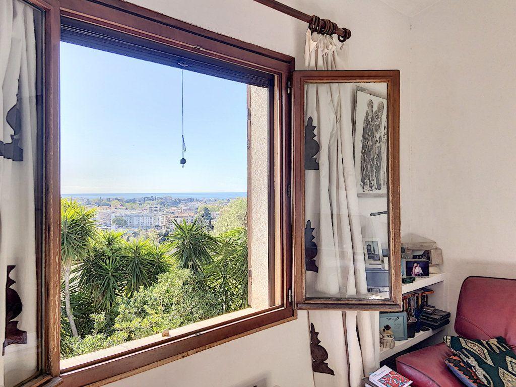 Maison à vendre 9 220m2 à Cagnes-sur-Mer vignette-18