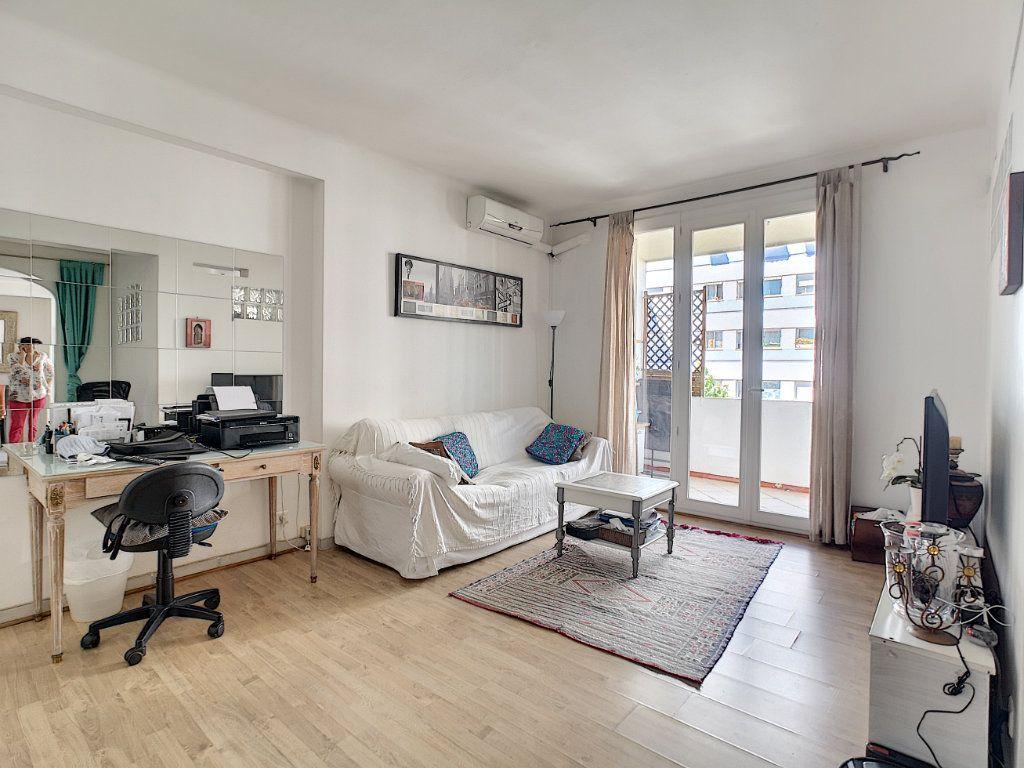 Appartement à vendre 2 45m2 à Cannes vignette-2