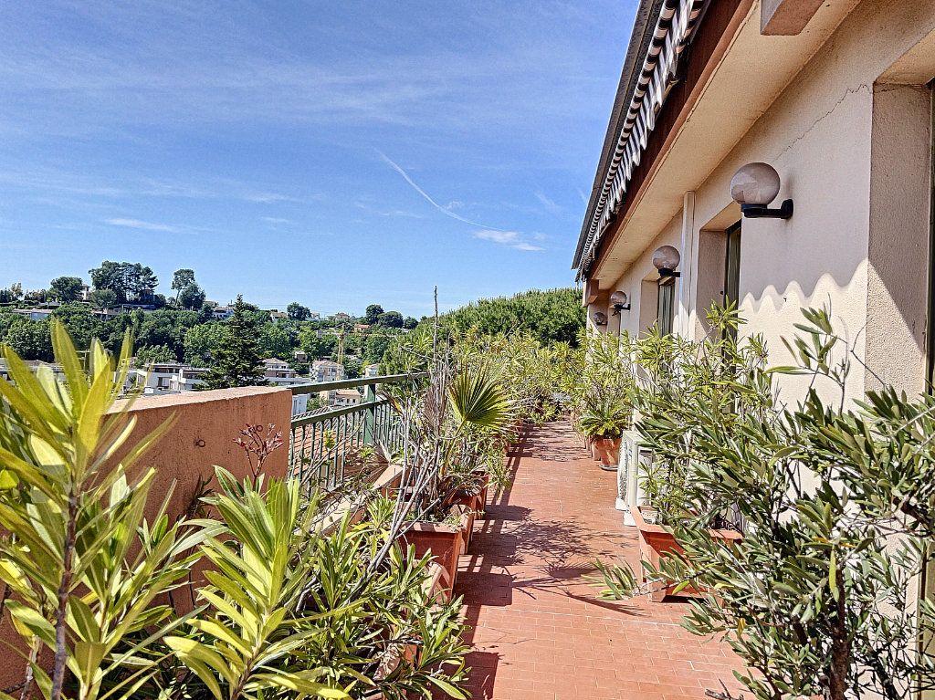 Appartement à vendre 4 91m2 à Cagnes-sur-Mer vignette-1
