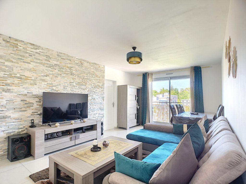 Appartement à vendre 3 63.15m2 à Villeneuve-Loubet vignette-1