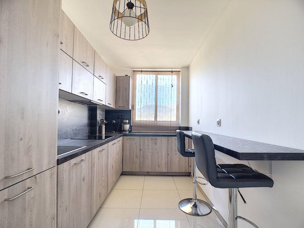Appartement à vendre 3 63.15m2 à Villeneuve-Loubet vignette-2